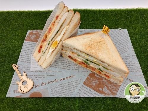 嫩煎鱈寶三明治早餐吃什麼呢?來份美味的鱈寶三明治,  健康營養早餐,一點都不難!  💕詳細作法🔗