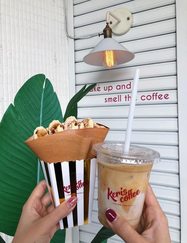 {台中美食}一中商圈附近超脆脆可麗餅「Keris coffee」香蕉巧克力口味是萬年百搭口味~Ker