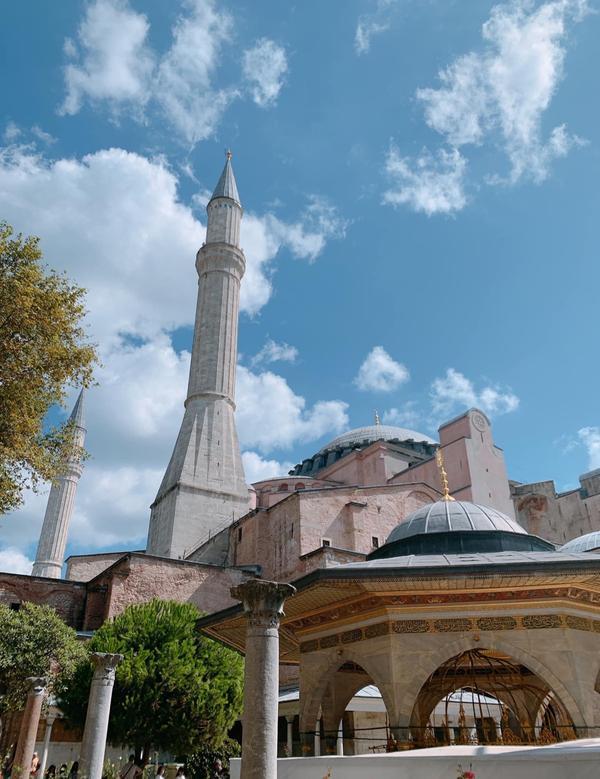 打卡土耳其🇹🇷 聖索菲亞大教堂一看到就想到花樣姐姐 這裡是查士丁尼大帝建造的聖索菲亞大教堂 曾經