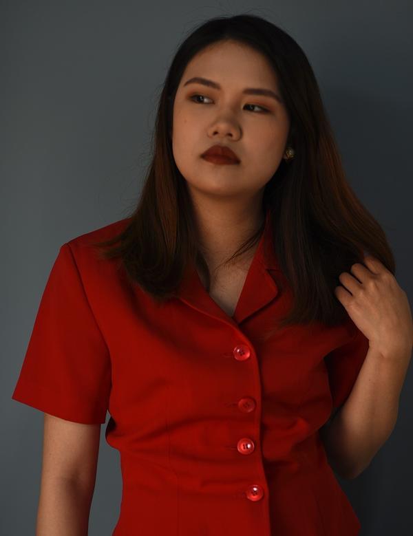 《 復古紅襯衫穿搭 》- 穿一件紅襯衫一下乖一下壞HEY我是Karen/毛細孔今天想要分享的穿搭很簡