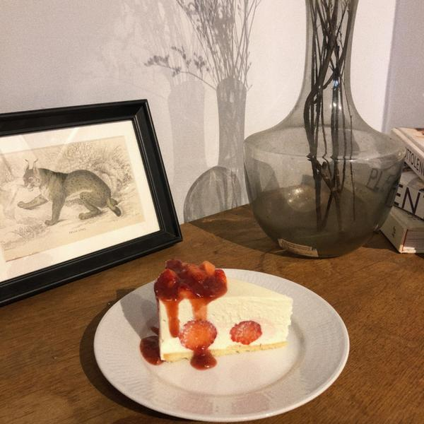 |台中甜點|✨若草🌿一登場的草莓生乳酪馬上被秒殺 太好ㄔ了 伯爵戚風也不會太乾 平價甜點 〰️〰️