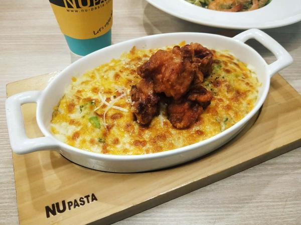 以前很常吃的#平價 #義大利麵 ,在台北遍尋不著...沒想到竹北居然有!!!只不過天冷想喝熱#桔茶