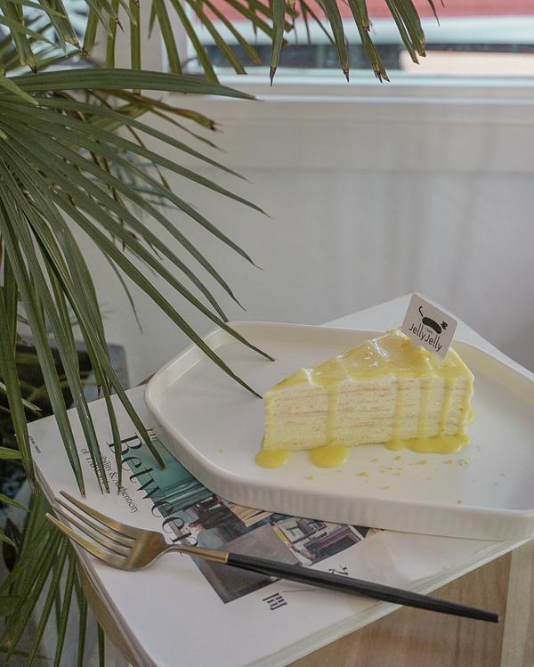 JellyJelly 慢工烘焙|忠孝新生美食這家是去年夏天去的 平日中午過去真的也是坐滿滿 還好床邊