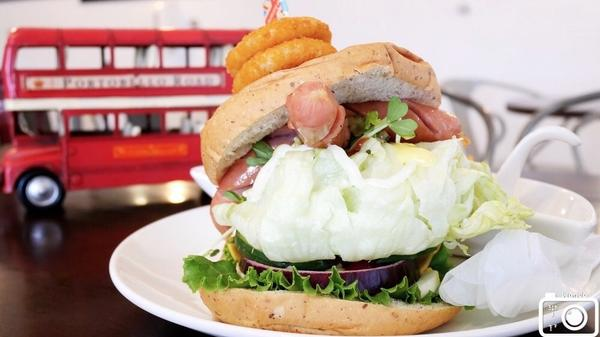 台中英倫風早午餐來去台中東區吃英式漢堡! 英國旅遊書藉「英國開車玩一圈」作者開的店 讓你沒有預算飛英