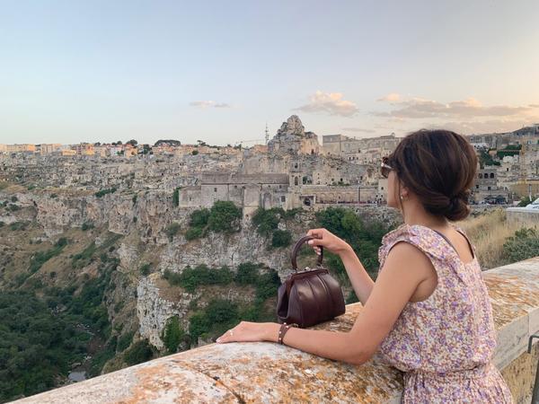 南義石窟小鎮Matera斑駁中帶點淡淡哀愁的石窟小鎮Matera是我對這個城市的第一印象,雖然沒有鄰