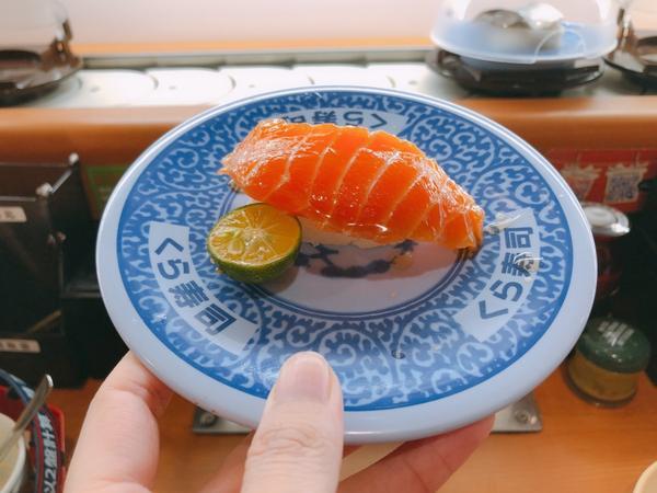 美食|藏壽司(台中廣三sogo店)。熊寶小榆の旅遊日記。🍣#藏壽司 #感謝祭 的#豪華壽司 很可以