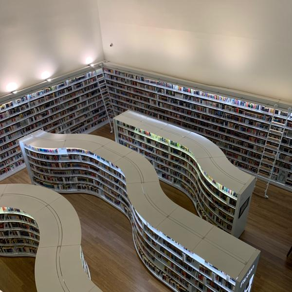 Library @ Orchard Gateway装文青的一天 来拍拍照而已啦 英文书摆在一楼 中文