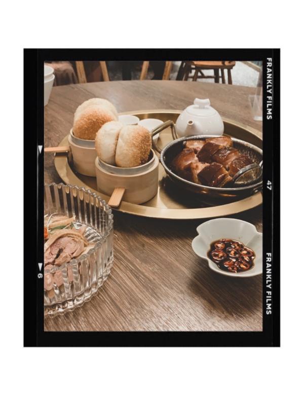 飯Bar LiLi 微風北車店🥢受到疫情影響 微風北車裡的餐廳生意真的蠻慘 唯獨飯Bar整個坐滿