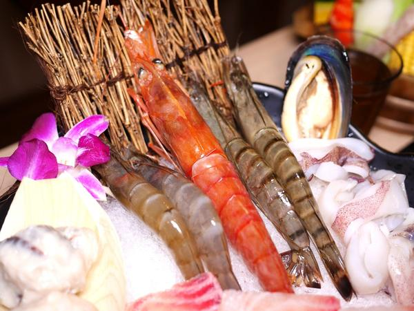 美食|想想鍋物。熊寶小榆の旅遊日記。🍲#想想鍋物 很有特色的火鍋店➕簡餐餐廳🍴,結合中藥材食補,