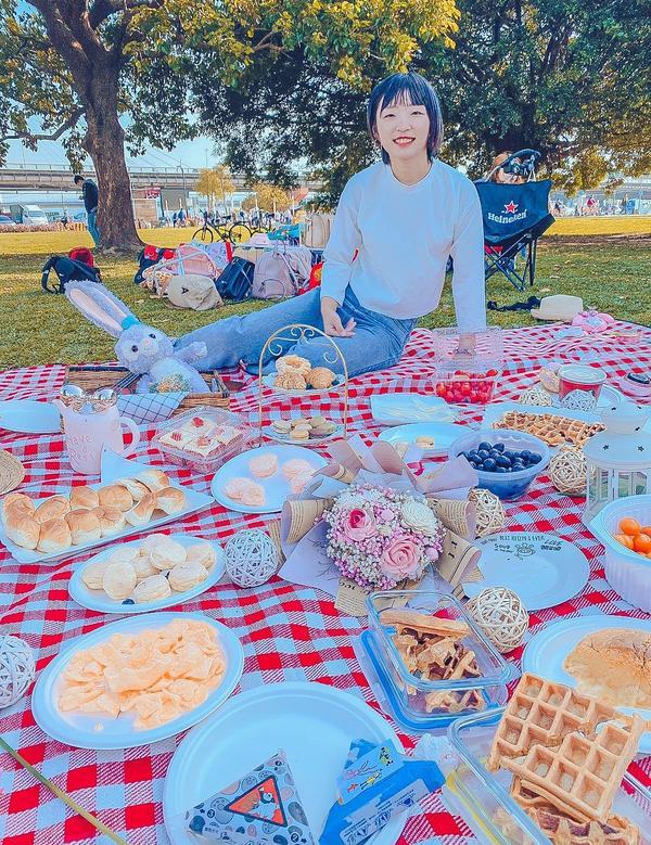 野餐日😉😉今天天氣超好🔅🔅 雖然遲到了但野餐就是很休閒 到了之後拍一下照片就從頭吃到尾🤤�