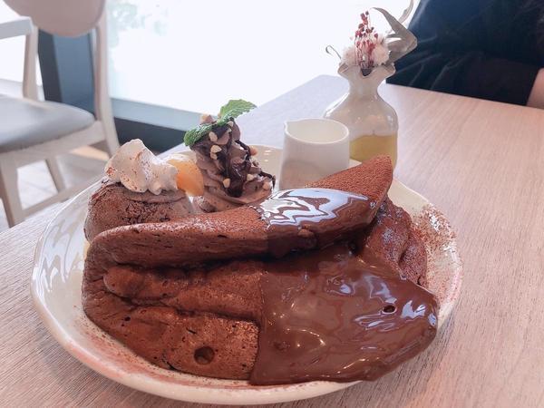 恩恩甜點|入口即化連鎖舒芙蕾鬆餅店❤️【高雄】🍰🥞🍹 有沒有突然很想吃鬆餅的時候呢?這次介紹一