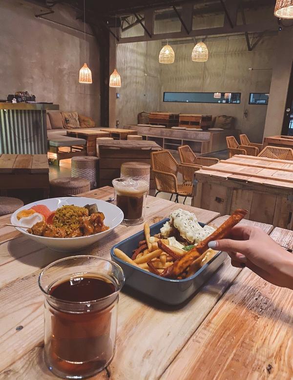 【台中∣西區】台中餐酒館-LEFT左派✨全新改造後更有氣氛!菜單滿滿異國風,但是都好吃到不行♥🔺