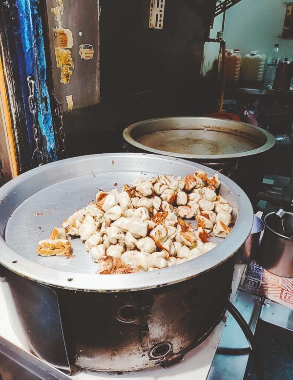 阿仁福州包 - 台北這個真的很便宜 三顆才十塊 所以買了一小盒回家吃 剛吃一顆時 覺得普通而已 可是