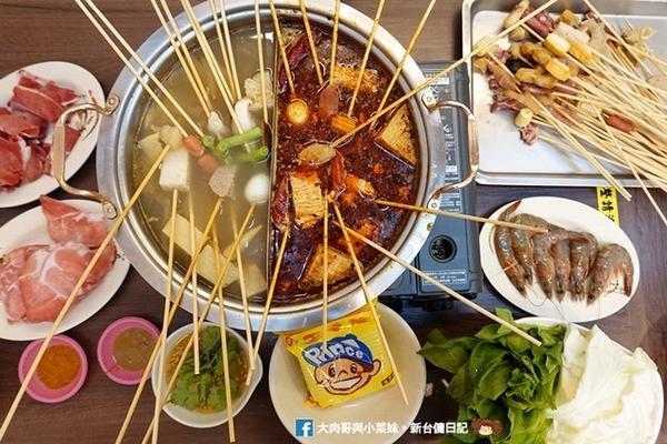 新竹串串火鍋~鳳呈祥涮串串-麻辣/酸菜鍋-新豐位於 #新豐 的 #鳳呈祥涮串串,引進東北正宗的傳統美