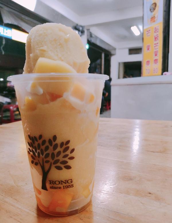 榕樹下的綿綿冰 - 桃園每到夏天就會去吃這家的芒果冰 真的非常的解暑呢 而且有我很喜歡他們會加煉乳上