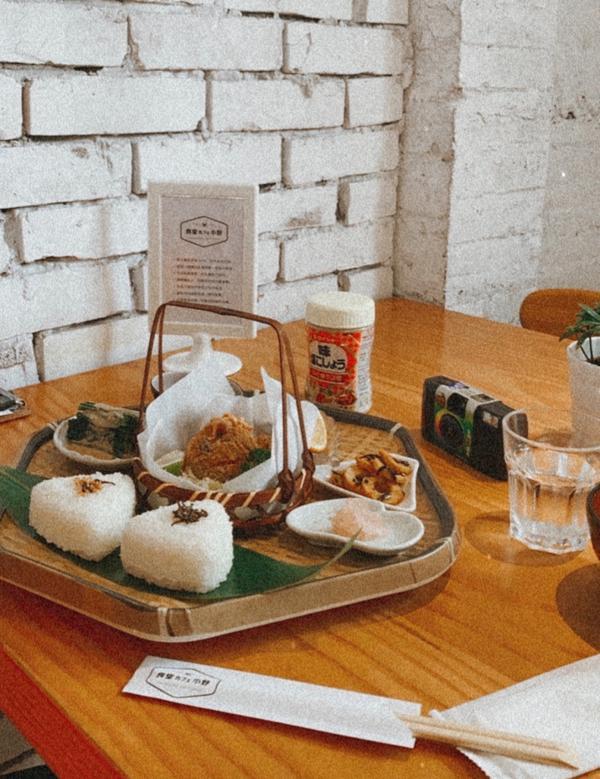 🍱台中小野食堂🍱走進老宅中的日式風格餐點🍙🍙正當睡得要早不早,要晚不晚的時間點,猶豫該吃早餐