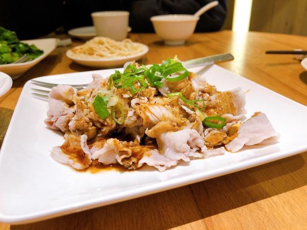 台北美食/ 四川吳抄手 這間位在林口三井Outlet ,之前逛街經過的時候就很想吃看看。 四川麻辣口