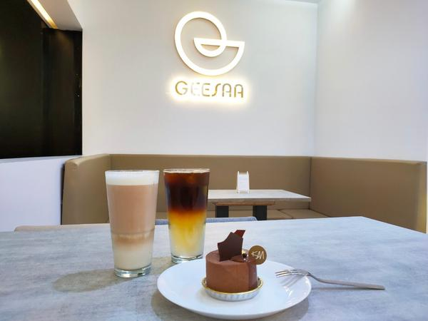 忠孝新生美食。GEESAA Café 三創概念店  智能手沖咖啡機三創是許多人假日喜歡來走一走的地方