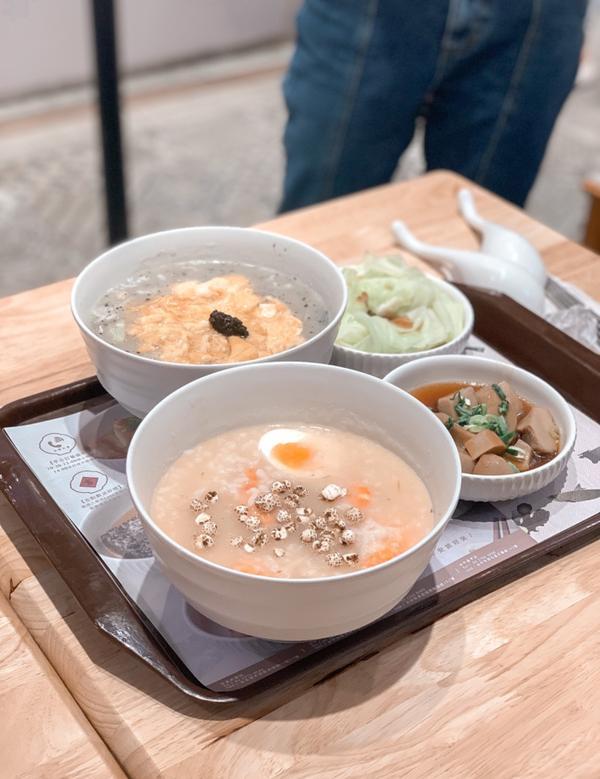 台灣🇹🇼台北美食 滿粥穗冷冷的天就來碗熱呼呼的粥吧! 收藏很久的店#滿粥穗 - 我們點了 #鮮蝦