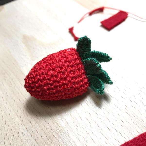 [立體刺繡]種出一個草莓刺繡迷人的地方,不在於技巧,在於過程中跟生活的連結,以及他會如何加入你的生活