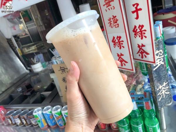 古早味懷舊阿嬤奶茶冬天還有限定的熱飲,炎熱天氣最很喝菊花茶、洛神茶還有復古豆奶,我個人最愛紅茶牛奶鹽