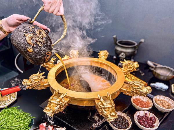 全台北最浮誇的幸福金龍鍋來了✨蝦米⁉️以黑糖珍珠鮮奶聞名的幸福堂居然開了火鍋店❓ 全台北最浮誇堪稱火