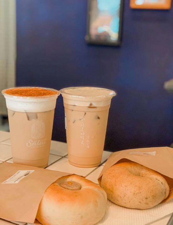 🍽食記🇹🇼連假不敢往人太多的景點跑 偷偷的突擊朋友新上工的咖啡店傻驢咖啡 店名Salut是法文