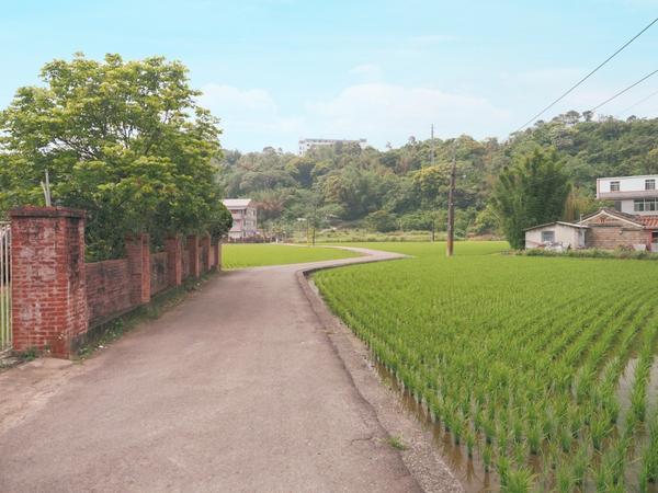 百年建築青錢第綠意盎然的田野小徑,風光明媚,還有百年建築青錢第,濃濃純樸古家味。 詳👀https: