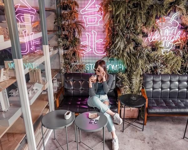 台北|信義區。A Living Labb生活域所。老屋改造的複合式咖啡廳,同時也是寵物友善餐廳「AL