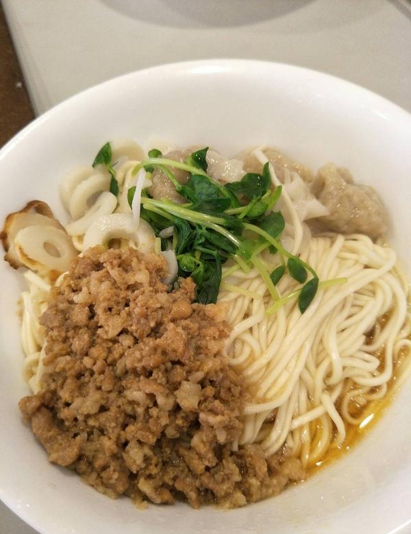 台北美食 | 奇福扁食位在永康街附近的奇福扁食 室內座位多且寬敞,每到吃飯時間都可以看到許多的人外帶