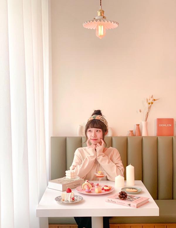 【台南甜點】A Sheep Cafe 有一隻羊。 韓系簡約白碰撞古典玫瑰牆與少女心甜點盤看上去相當舒