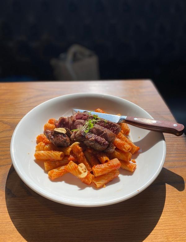 [台北|西門]意舍酒店amba內的義大利餐廳🍴📍吃吧Chiba 🥄炭烤牛排粗管麵$390 🥄