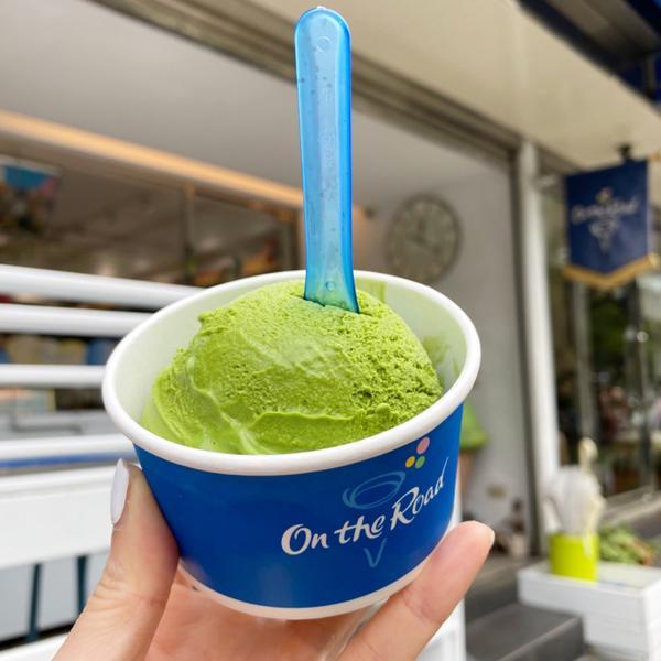 天母義式冰淇淋愛店「On the Road」🍨 經典宇治抹茶,單球 79元  超過30度的大晴天,