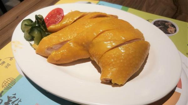 【台北市中山區】「星島海南雞飯(龍江店)」:神級新加坡美食再插旗一枚! 軟嫩Q彈的海南雞肉、湯頭鮮甜