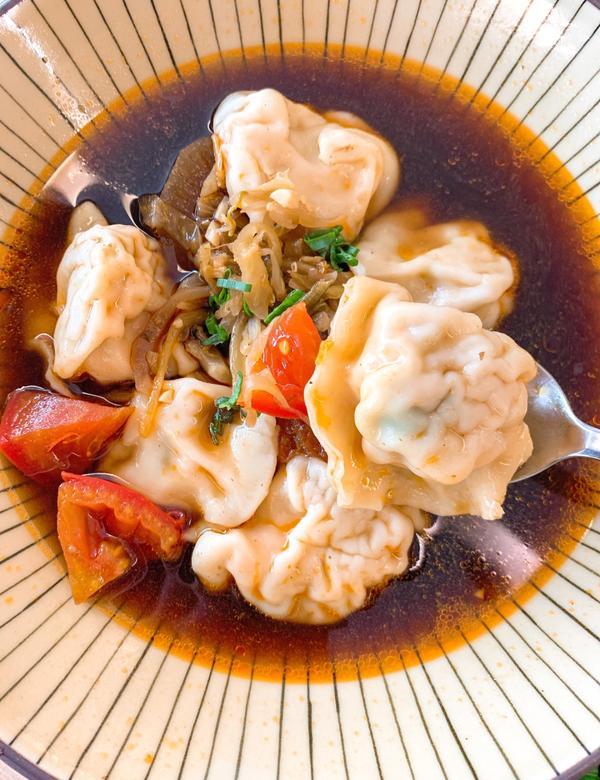 桃園特色👉季節水餃🥟飽滿鮮甜Q彈皮薄又Q彈 內餡飽滿的真材實料 有鮮甜的高麗菜 加上少許的青蔥