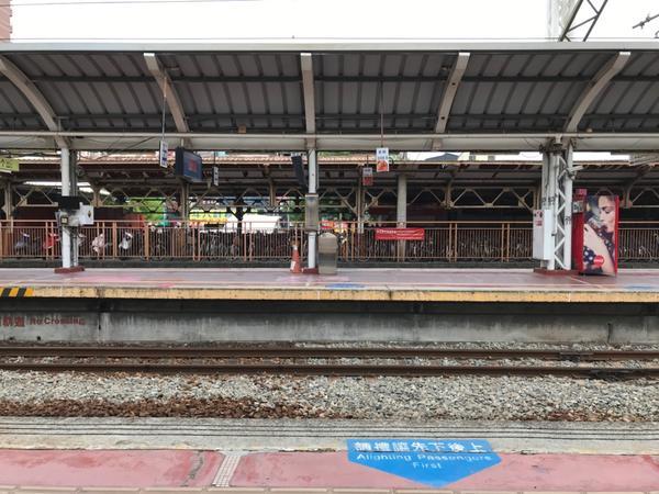 期待車站是承載著多少旅人的希望與心碎💔越長大越不想跟家人分開,雖然只有短短的幾天幾週,但心裡的那股