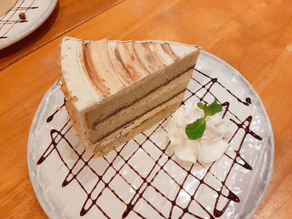 [特價]香蕉巧克力蛋糕只要80元超好吃|貳樓餐廳記得之前切片蛋糕都一塊180以上起跳現在只要80!!