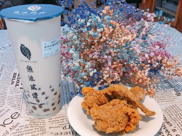 手工水果彩色珍珠😘魚池貳壹 · 💡百香鮮切水果茶🍉🍊🥝 · 百香果酸酸甜甜的🥰🥰 裡面