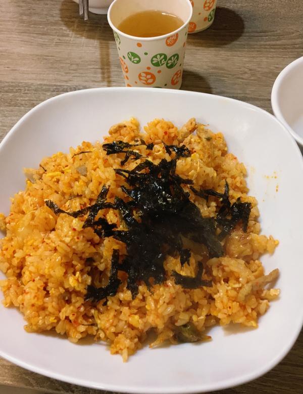 韓式泡菜炒飯 香香👍🏻意外搭海苔很棒