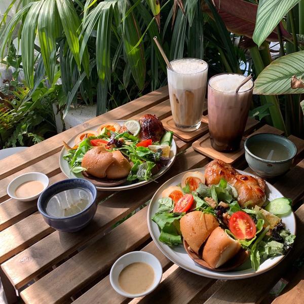 【吃什麼 x 台南】台南巷弄內森林系早午餐,快來一起當森林系女孩吧!餐點🍴自調醬料香烤雞腿排早午餐