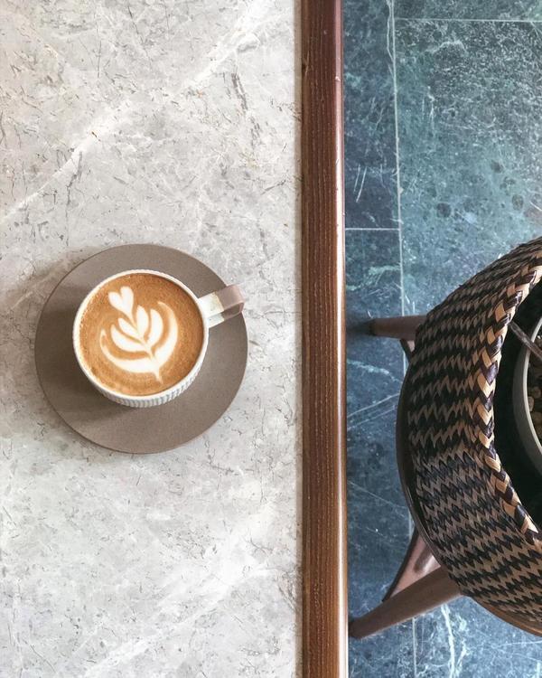 沉浸在英式氛圍的光景咖啡廳*熱卡布☕️ᴺᵀ$150陶瓷杯好有美感喝起來也很有層次感♡♡♡♡♡-雖然沒
