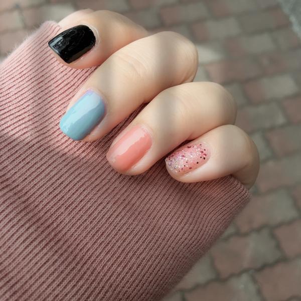 漂釀的顏色,讓心情好好🌼身為指甲油控 每天都想不一樣  今天的跳色 意外的好好看❤️  不想用去光