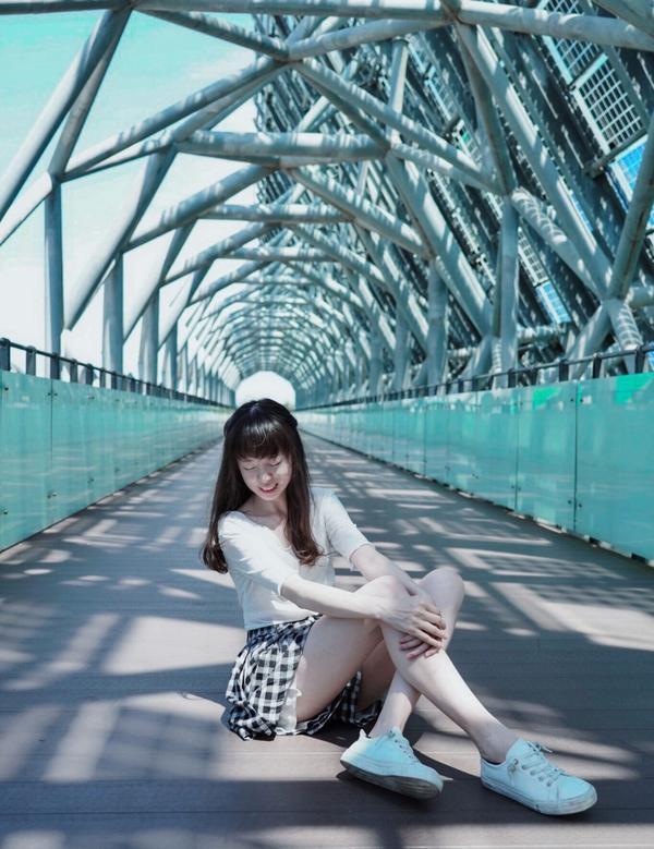 📍台南打卡景點 - 台灣歷史博物館兼有水景、橋景(不只一座橋)以及草地也是情侶約會的好地方呀✨目前