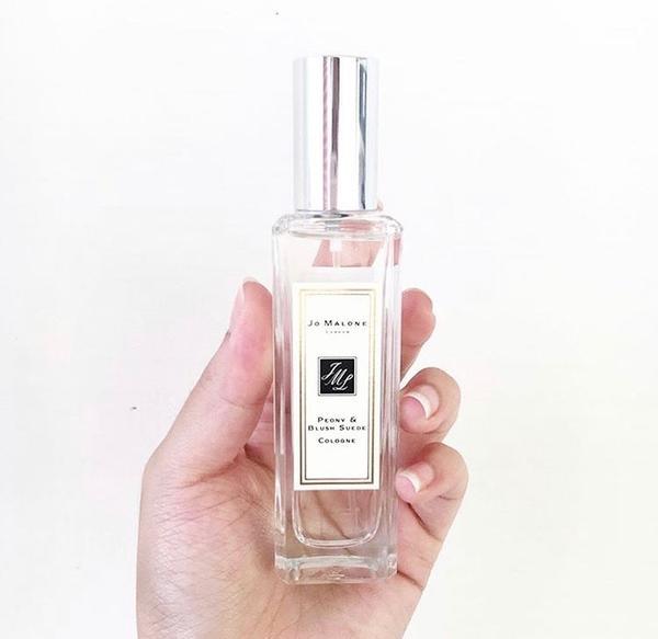{Jo Malone 牡丹與胭紅麂絨香}想問大家香水要怎麼噴才持久😰 我會先噴在脖子 再沾一點