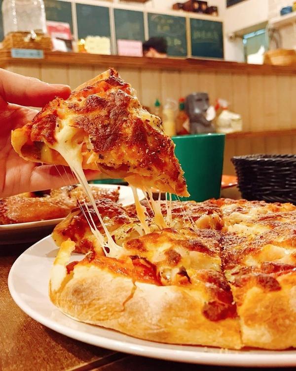 ღ| 金門•加州咖啡屋 |ღ🌟追蹤按下去,金門吃起來🌟 ◎menu 🐚#特製雞肉披薩 $299