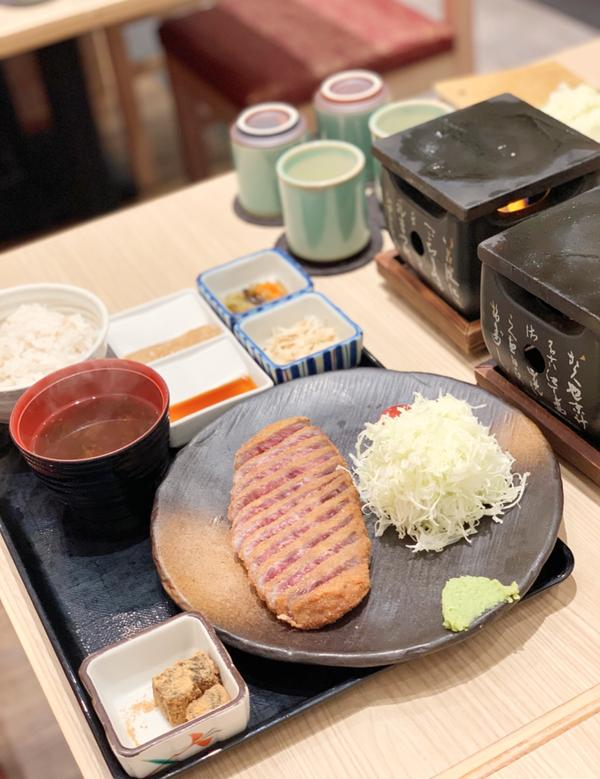 新北 | 林口三井Outlet | 牛かつ もと村最近因為疫情關係沒辦法出國,這時候又很想念日本味道