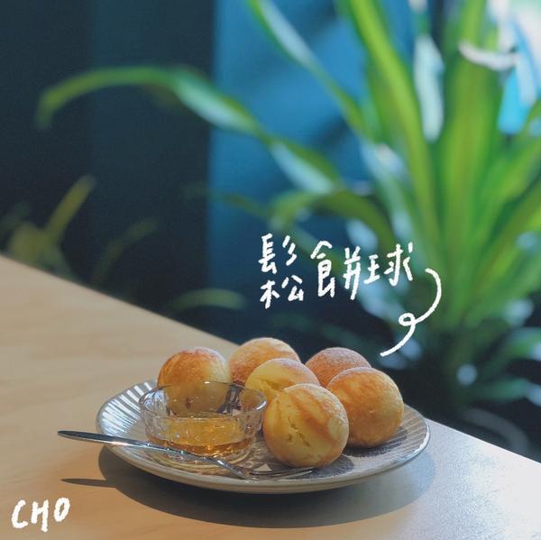 台中🥞藍色綠色與咖啡香的交響-孔雀咖啡在柳川旁的一間小咖啡廳,進門就是滿滿的孔雀藍色調,與一般韓系
