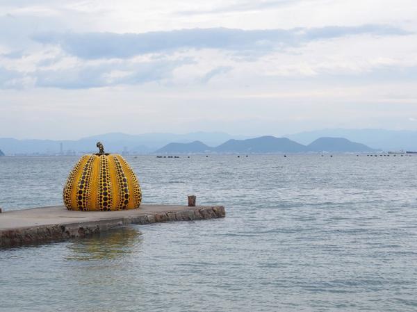 瀨戶內直島黃南瓜 看到海洋、天空、南瓜的無限感動YellowPumpkin🎃YAYOIKUSAMA