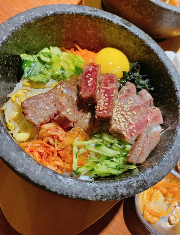 📍台北📍四米大石鍋拌飯🧡中山站衝擊味蕾韓式料理📍【台北】 中山站可以說是新的美食戰場, 但居