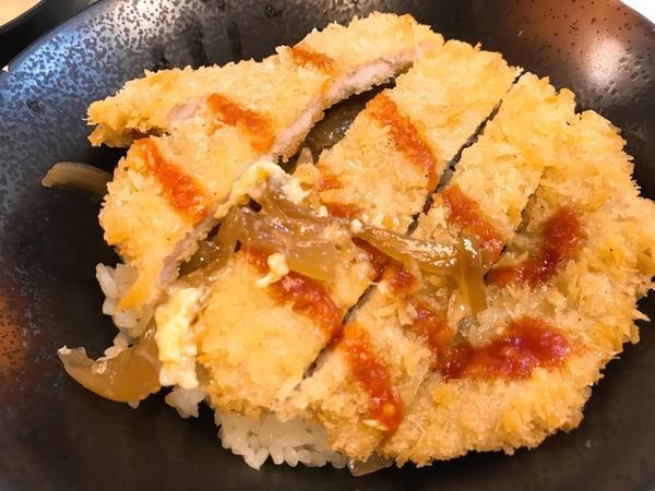 新北市/三重區/鶴大眾化日本料理路過這間店好多次,大概有將近三年了吧!但這是蛋塔第一次走進來,算是平